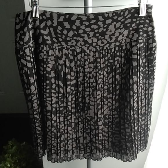 LOFT Dresses & Skirts - LOFT~Accordian Pleat Skirt